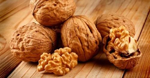 Các loại hạt: óc chó, đậu phộng, hạt điều, ...