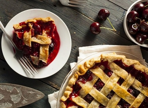 cân đo lượng tinh bột trong bánh pie