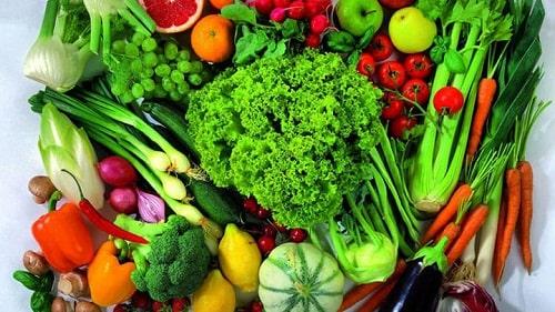 Các loại rau xanh: cà chua, súp lơ xanh, ...