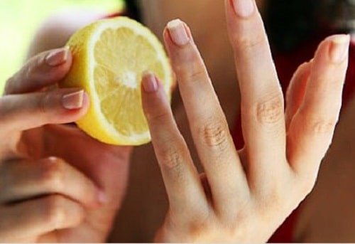 Cách làm da tay mềm mại bằng chanh tươi