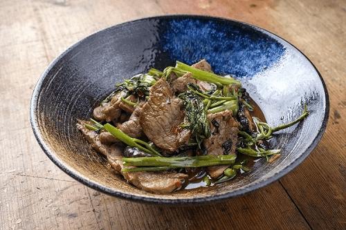 thịt bò xào rau củ trong mâm cơm ngày tết miền bắc