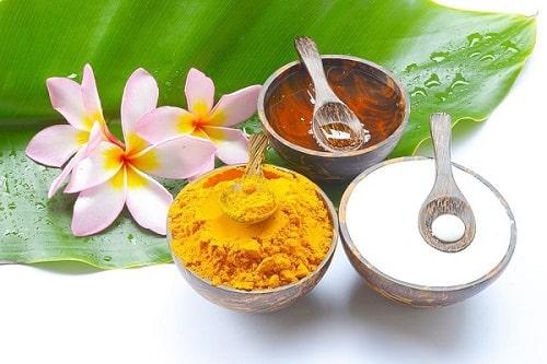 Mặt nạ bột sắn dây, mật ong và bột nghệ trị mụn