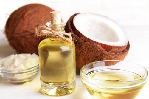 sử dụng dầu dừa để tạo mùi thơm cơ thể