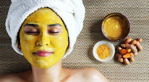 Dưỡng da bằng mặt nạ để tối ưu tác dụng của tinh bột nghệ