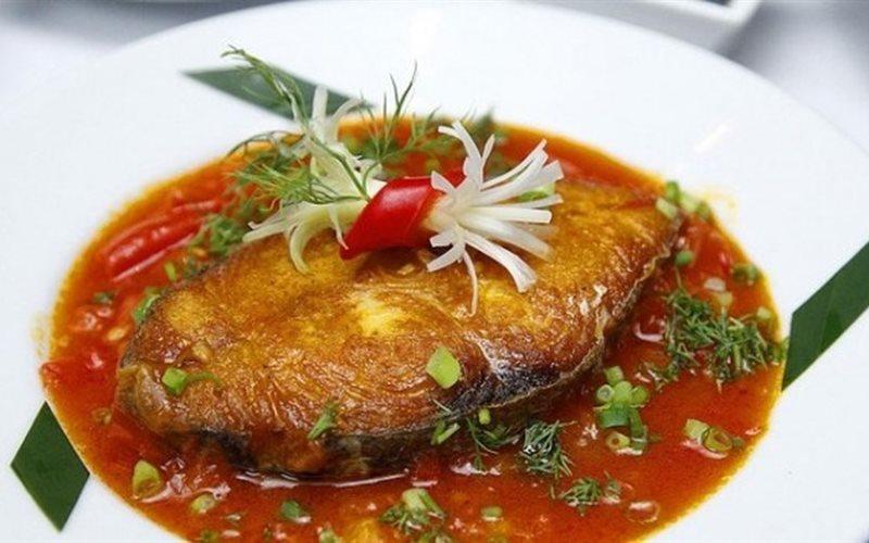 kho cá ngừ với thơm