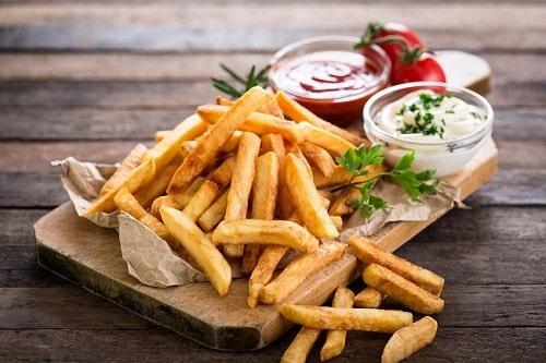 Thức ăn chứa nhiều tinh bột ai cũng nghiện - Khoai tây chiên (63 grams/phần)