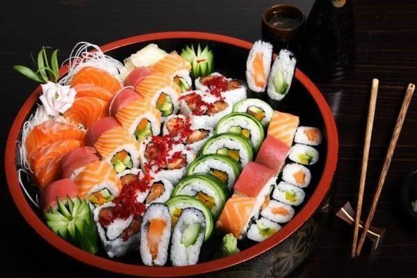 làm sushi cá hồi