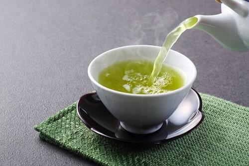 có nên uống trà xanh vào buổi sáng